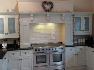 Tile splashback above cooker range